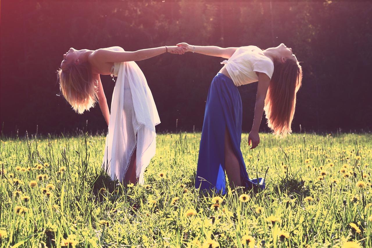 girls-839809_1280